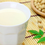 豆乳がバストアップにもたらす効果と飲む時間について