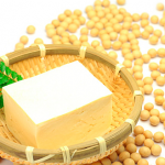 ダイズ種子エキスはバストアップに効果的?化粧水やクリームに!